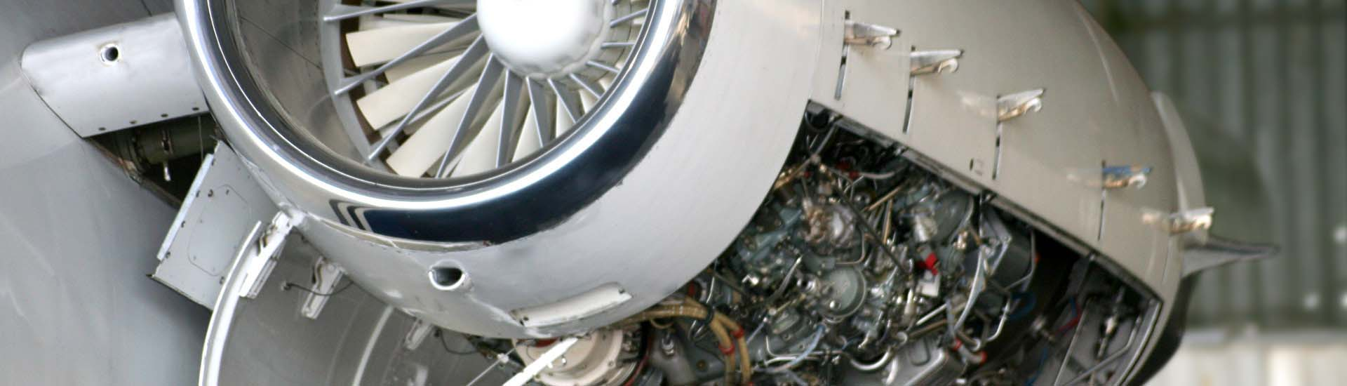 engine-maintenance-flyzienith - Air charter